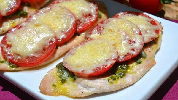 Куриная грудка с томатами в духовке