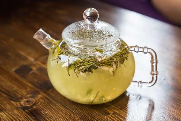 Кому нельзя пить зеленый чай с молоком -Чайник