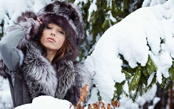 Как похудеть зимой - Девушка в зимнем лесу