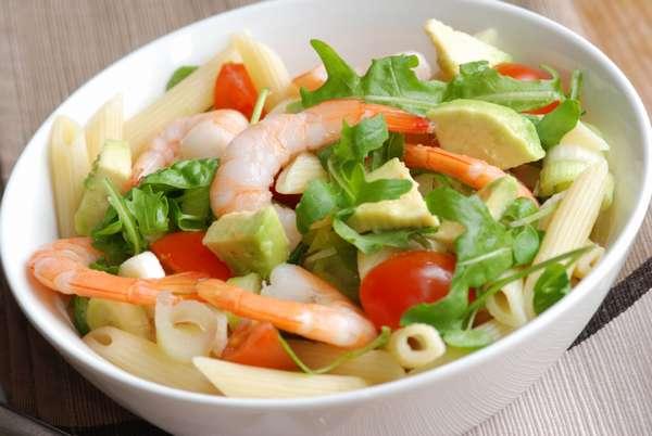 Фото: Салат с креветками и пастой