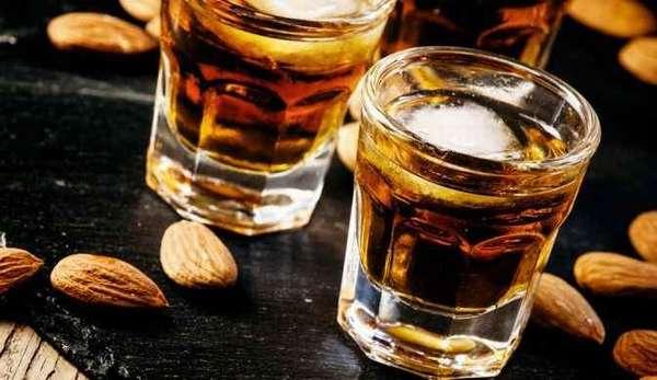 Как алкоголь способствует жировым отложениям