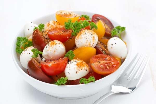 Простые и вкусные салаты на 8 марта - Солнечный
