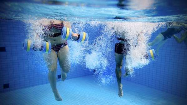 Аквааэробика: безопасная и эффективная тренировка в воде