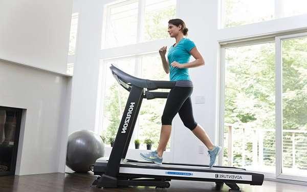 Занятия на беговой дорожке - один из видов кардио тренировки