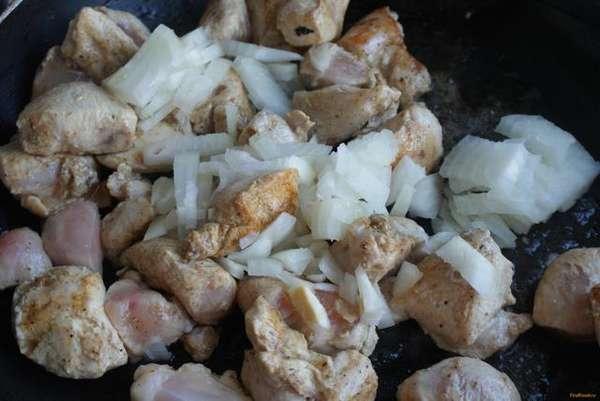 Тушённая куриная грудка с гречкой