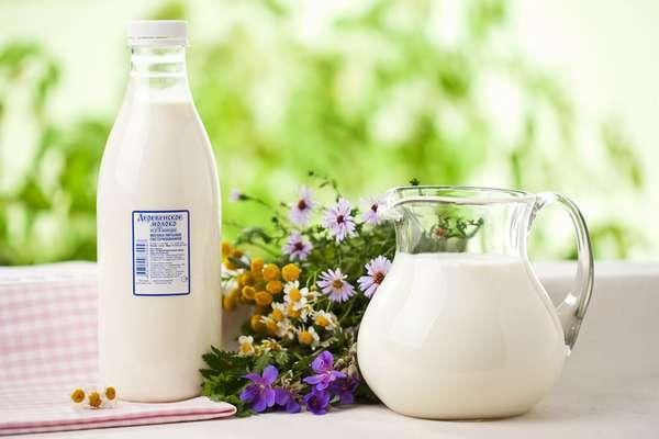 Молоко для приготовления полезного напитка Фото