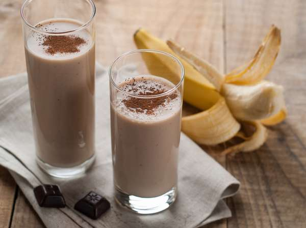 Бананово-кефирный смузи с шоколадным вкусом фото