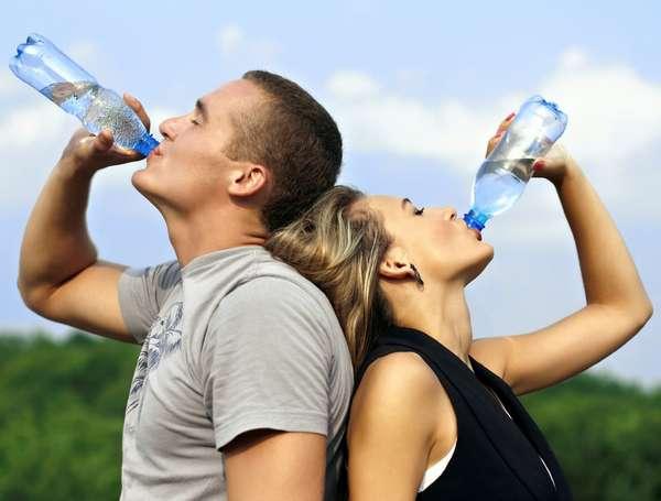 Пьем воду во время диеты