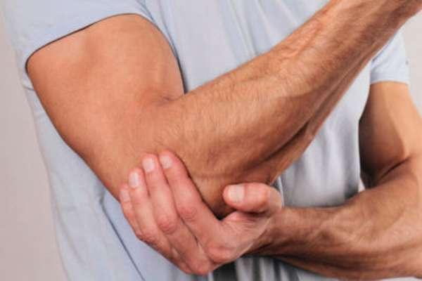 После перелома локтевого сустава рука не разгибается что делать