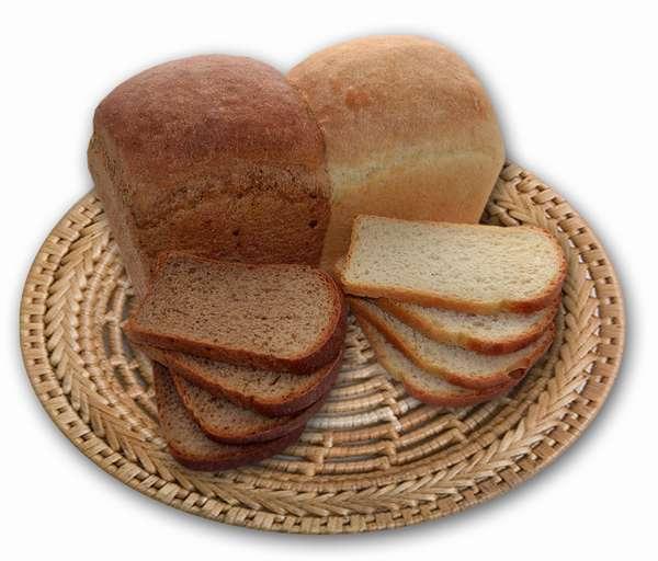 На фото белый и черный хлеб