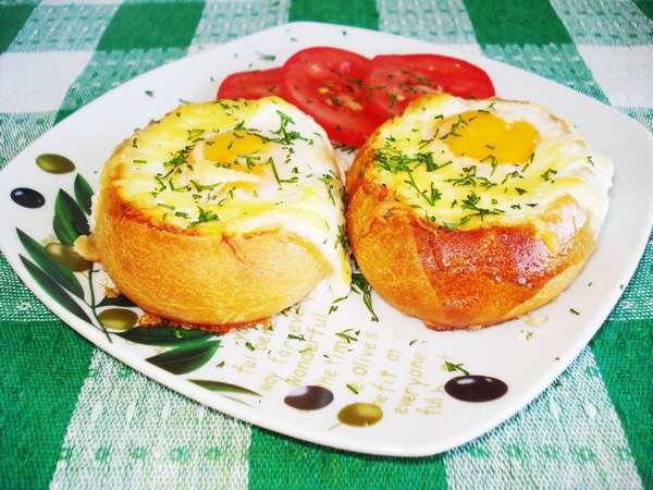 Рецепт яичницы на батоне в духовке фото