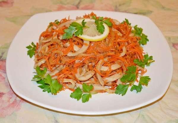 Острый салат из моркови с креветками