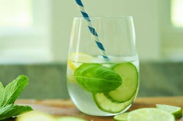 Фото: Как сделать лимонную воду для похудения с огурцом