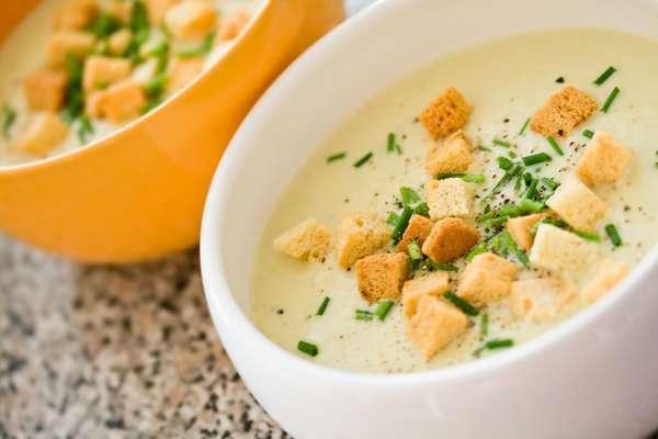 Фото: Суп-пюре из лука с гренками