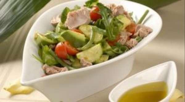 Диетический салат с рыбой и фасолью