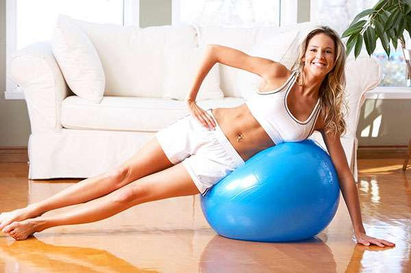 Упражнения для пресса на фитболе - 9 эффективных упражнений