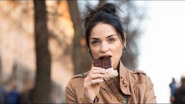 Кому нельзя употреблять шоколад Фото девушки