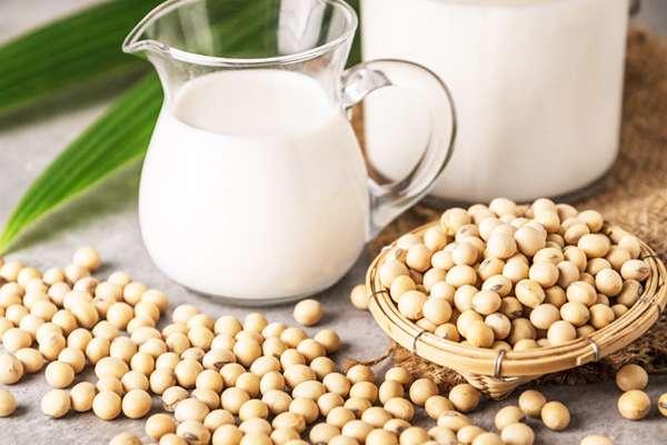 Соевое молоко содержит растительные эстрогены