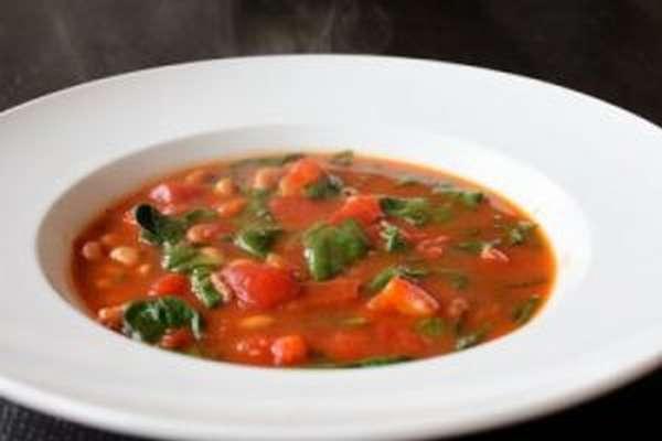 Лёгкий суп из консервированной фасоли