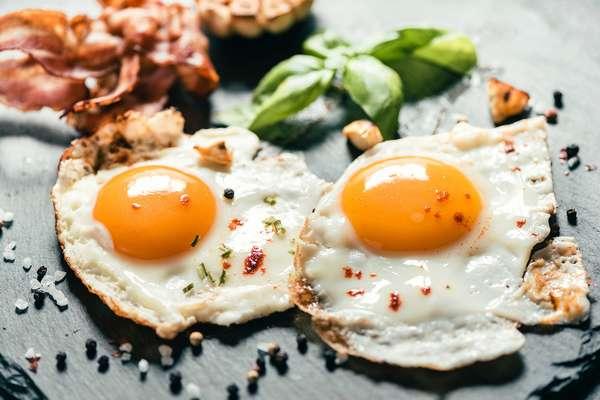 Сколько калорий в одном яйце Фото глазуньи