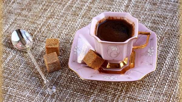 Кофе нельзя пить с сахаром. категорически
