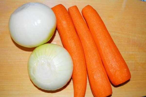 Фото: Лук и морковь для классического варианта супа