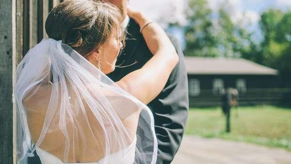 Женщины полнеют после вступления в брак, а мужчины – после развода