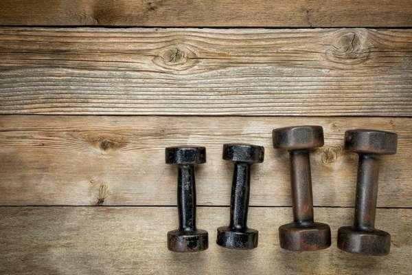 5 упражнений с гантелями, которые вы никогда раньше не делали