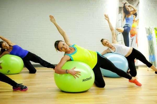 Упражнения на фитболе для всех групп мышц