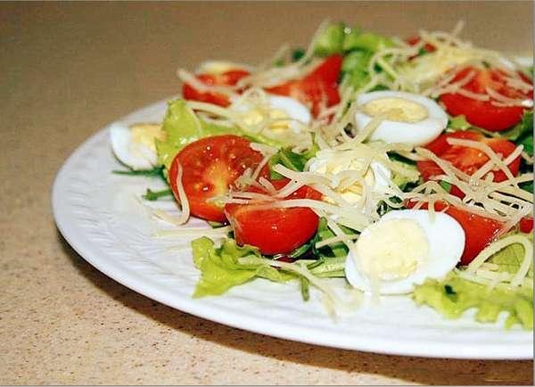 Рецепт с яйцом, томатами и огурцами Фото