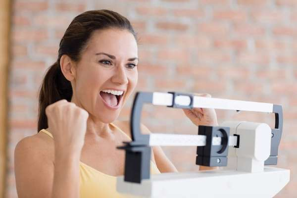 Как часто нужно взвешиваться - Девушка на весах