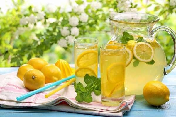 Фото: Лимонная вода по утрам для похудения