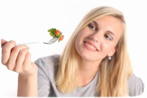 Фото девушки с вилкой Советы диетологов