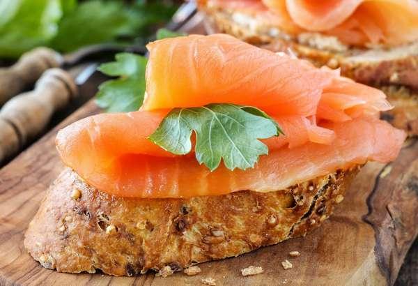 Бутерброд с рыбой Фото