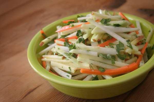 С капустой, морковью и яблоками