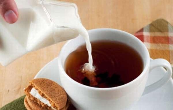 Крепкий чай на молоке и воде