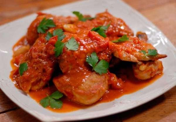 Курица с картошкой в томатном соусе фото