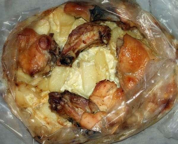 Курица с картошкой запеченная в духовке в рукаве фото