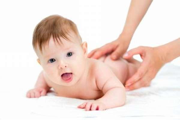 Подготовка к проведению массажа при дисплазии тазобедренных суставов у новорожденных