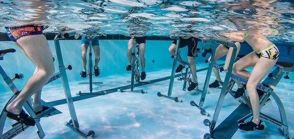Hydrorider: велогонка в воде