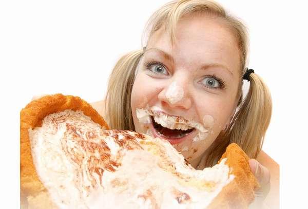 Девушка с большим пирогом. Как справиться с булимией самостоятельно и похудеть