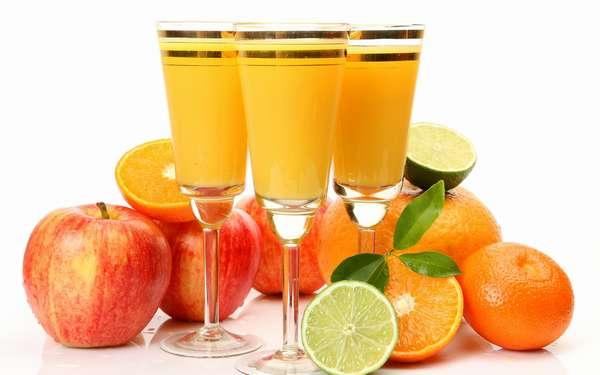 Фото: Сок из яблок и апельсинов